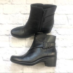 NWOT Women's Clarks ankle boots